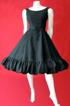 Vintage original vintage dress by Doris Dodson. New Look styling with fitted bodice that flares out to wide skirt. Also has original vintage belt. Vintage Dresses 50s, 50s Dresses, Vintage Outfits, Fashion Dresses, New Look Fashion, Timeless Fashion, Women's Fashion, New Look Black Dress, 1950s Fashion