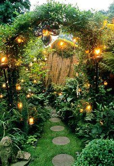 Gap photos - specialising in garden and plant photography Small Gardens, Outdoor Gardens, Small Courtyard Gardens, Witchy Garden, Modern Country Style, Small Garden Design, Small Garden Arch, Patio Design, Garden Cottage