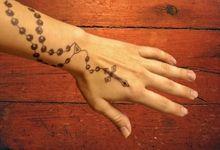 Henna Rosary Hand