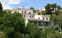 Ref.: F0189 Hotel Restaurant with lots of charm. 7 spacious and comfortable bedrooms with sea or mountain. All bedrooms have air conditioning, heating, TV, telephone , safe and bathroom  It's located on an estate of 7,500 m2 with fruit trees, gardens, pond and pool recently built in 2013. Stunning Sea Views