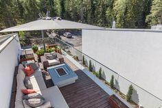 Modernin talon viihtyisä terassi