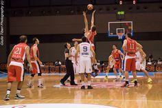 La palla a due della semifinale di Coppa Italia 2016 tra Vis Nova Basket e Olimpo Alba