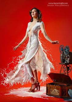 Creative and unusual photos show pin-up girls wearing dresses made of milk. London-based photographer Jaroslav Wieczorkiewicz used high speed photography to capture the drink being poured over models. Pin Up Models, Estilo Pin Up, Photoshop, Pin Up Fotos, High Speed Photography, Milk Photography, Illusion Photography, Conceptual Photography, Photo Manipulation