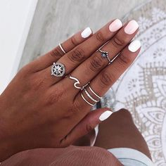 👇Etiqueta a una amiga para que aproveche el 15% de DESCUENTO con el código: SUMMER19 🎉 Tenéis hasta el jueves 4/07💥 | Anillos DAKSHIN,… Nail Ring, Nail Manicure, Gel Nails, Acrylic Nails, Vampire Diaries Jewelry, Accesorios Casual, Layered Jewelry, Nail Accessories, Cute Rings