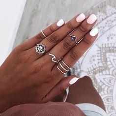 👇Etiqueta a una amiga para que aproveche el 15% de DESCUENTO con el código: SUMMER19 🎉 Tenéis hasta el jueves 4/07💥 | Anillos DAKSHIN,… Nail Ring, Nail Manicure, Gel Nails, Acrylic Nails, Vampire Diaries Jewelry, Accesorios Casual, Layered Jewelry, Nail Accessories, Cute Rings