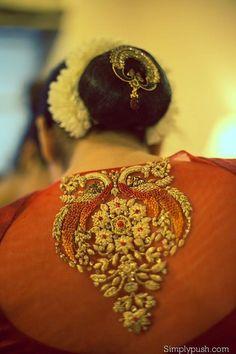What a beautiful large low bun with real flower gajra & juda pin! Silk Saree Blouse Designs, Saree Blouse Patterns, Fancy Blouse Designs, Bridal Blouse Designs, Indian Blouse, Collor, Lesage, Saree Dress, Embroidered Blouse