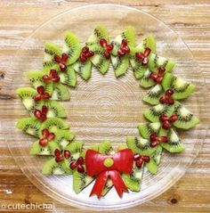Looking for a fun, health party food alternative for that classroom party or other festive holiday gathering? || Christmas Fruit Wreath - Cute Chi Chai via Kitchen Fun With My Three Sons || Fruit Platters for Kids: 10 Christmas Party Platters! || Letters from Santa Holiday Blog
