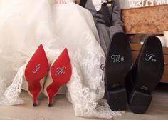 可愛い足裏ショットが撮れる!ウェディングシューズの靴底デコレーション方法3選*のトップ画像