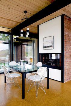 Mid Century in Malibu - http://www.interiordesign2014.com/interior-design-ideas/mid-century-in-malibu/