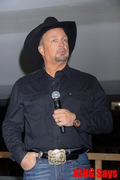 Garth Brooks😇😇😇😇😇😇😇💜💜💜💖💜💜💜 Country Artists, Country Singers, Martina Mcbride, Entertainer Of The Year, Black Jeep, Trisha Yearwood, Garth Brooks, Las Vegas Trip, Country Music Stars