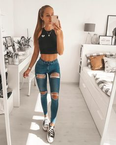 53 Casual And Cute Summer Outfits ~ officee Lässigen Jeans, Torn Jeans, Denim Capris, Casual Jeans, Khaki Jeans, Cute Summer Outfits, Trendy Outfits, Fashion Outfits, Best Khaki Pants