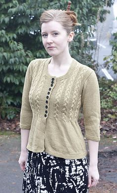 Ravelry: Venezia Sport Cable Cardigan pattern by Vera Sanon Dishcloth Knitting Patterns, Sweater Knitting Patterns, Cardigan Pattern, Knitted Poncho, Knit Patterns, Free Knitting Patterns For Women, Knitting Ideas, Cable Cardigan, Summer Knitting