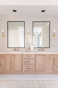 Bathroom Renos, Bathroom Renovations, Oak Bathroom Vanity, Master Bathroom Plans, Oak Bathroom Cabinets, Bathroom Ideas, Cream Bathroom, Bathroom Vanity Designs, Bathroom Tubs