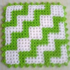 Heart stitch is one of the most famous crochet stitches out there. Some call it a puff stitch. Filet Crochet, Knit Crochet, Baby Knitting Patterns, Crochet Patterns, Pom Pom Rug, Crochet World, Crochet Kitchen, Crochet Squares, Crochet Accessories