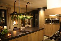 Geweldige lamp van wijnflessen.www.villadarte-interior.nl