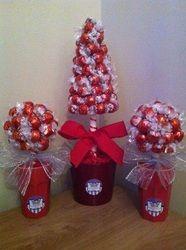 Christmas Centerpieces, Christmas Bulbs, Christmas Decorations, Xmas, Holiday Decor, Chocolate Tree, Christmas Chocolate, Handmade Christmas, Christmas Gifts