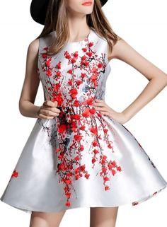 Rochie scurtă, elegantă, fără mâneci, cu imprimeu floral