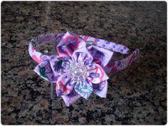 Giselle Barbosa Artesanatos: Tiara com flor de fuxico lilás estampado