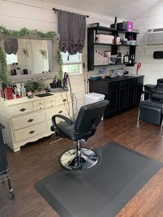 In Home Salon, Home Beauty Salon, Home Hair Salons, Hair Salon Interior, Beauty Salon Decor, Salon Interior Design, Small Beauty Salon Ideas, Small Salon, Portable Building