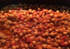 κύρια φωτογραφία συνταγής Ρεβύθια πικάντικα στη γάστρα