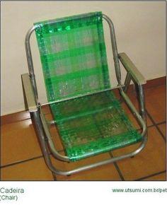 http://artesanatobrasil.net/38-ideias-de-artesanato-com-garrafa-pet/ - cadeira com trançado de garrafa PET