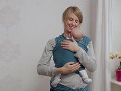 So binden Sie eine Kreuzbauchtrage So kompliziert sieht es gar nicht aus in dem Video. Vielleicht habt Ihr Lust Euer Kind auch mal in einem Tragetuch zu tragen? Schaut in kurzem Video von ELTERN online, wie es geht.