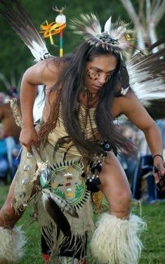 Native American doing traditional dance at Pow Wow Native American Beauty, American Spirit, American Indian Art, Native American History, American Pride, American Indians, Pow Wow, Native Indian, First Nations