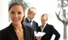 en el club de emprendedores convergen hombres y mujeres de diferentes edades.