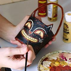 Make a halloween vintage-style papier-mache candy container to decorate your party table, mantel, or bookshelf. Retro Halloween, Vintage Halloween Decorations, Cute Halloween, Holidays Halloween, Halloween Halloween, Halloween Makeup, Halloween Wreaths, Vintage Halloween Costumes, Primitive Halloween Crafts