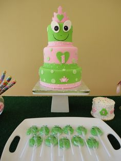 birthday frog prince cake (I'm sorry but I don't have an original source for this one. Emailed to me by a friend. If anyone knows where it came from please let me know so I can link it back. Leap Year Birthday, Frog Birthday Party, Kids Birthday Themes, Birthday Cake Girls, 3rd Birthday Parties, Princess Birthday, Prince Cake, Frog Cakes, Dessert Decoration