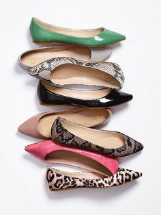 Pointed-toe Flats. Want.