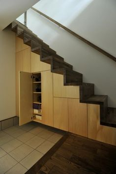 Interior Architecture, Interior And Exterior, Staircase Storage, Entrance Ways, House Plants Decor, Modern Staircase, Under Stairs, Bedroom Loft, Stairways