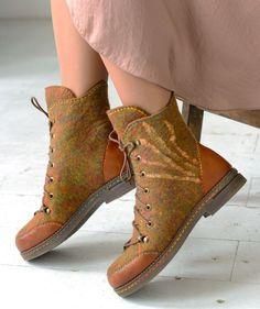 «Весна, Голландия, тюльпаны...» Новая коллекция от Территории тепла! – Ярмарка Мастеров Fancy Shoes, Felted Slippers, How To Make Shoes, Nuno Felting, Wool Felt, Combat Boots, Shoe Boots, Booty, Diy