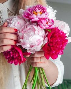 Image may contain: flower, plant and nature Peonies Bouquet, Floral Bouquets, Girls With Flowers, Plant Species, Red Roses, Planting Flowers, Crystals, Plants, Image