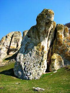 Romania Megalitica: Cheile Dobrogei, un tărâm al zeilor, dincolo de lumea reală. Marcahuasi, Peru? Cheile Dobrogei, Romania! Turism Romania, Statues, Rocky Creek, Before The Flood, The Beautiful Country, Rock Formations, Face Shapes, Mount Rushmore, Earth