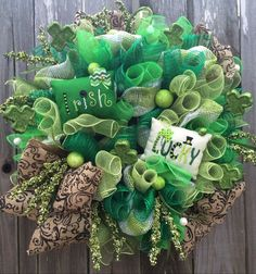 What a beautiful fun way to adorn your door for St Patricks Day! Other doors will be green with envy. Made on an evergreen base, filled with 4 types