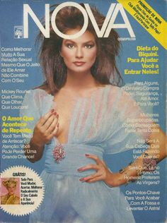 SETEMBRO DE 1987- Essa é magia pura! Os tecidos em voil no tronco e o azul hortência lembram uma fada, ou um ser diáfano...