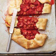 Tarte rustique fraises et rhubarbe | Ricardo Dairy, Pie, Cheese, Desserts, Food, Strawberry Rhubarb Crumble, Strawberries, Pies, Ricardo Recipe