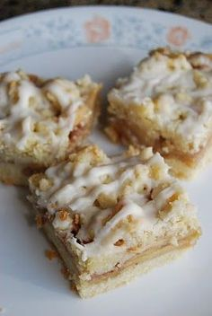 Lovin' From The Oven:Apple Streusel Bars slash Send Me to NY for the Martha Stewart Show, please? :) - Lovin' From The Oven Apple Desserts, Fall Desserts, Just Desserts, Delicious Desserts, Yummy Food, Baking Recipes, Whole Food Recipes, Cookie Recipes, Dessert Recipes