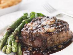 Grilled Steak with Peppercorn Sauce Recipe : The Reluctant Gourmet Steak Au Poivre, Sauce Au Poivre, Sauce Recipes, Meat Recipes, Cooking Recipes, Healthy Recipes, Yummy Recipes, Sauce Bordelaise, Mushroom Cream Sauces