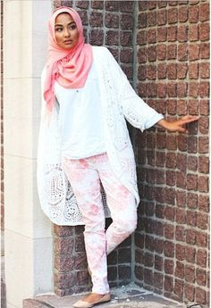 Colour/printed jeans go well with simple ,long cardigans/ bishts and pumps for campus