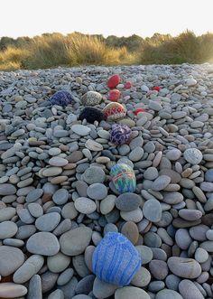 rock yarn bomb