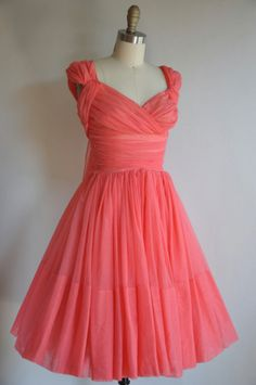 pretty coral dress with a retro look Vintage 1950s Dresses, Vintage Outfits, Vintage Fashion, Classic Fashion, Vintage Clothing, Full Skirt Dress, Dress Me Up, Chiffon Dress, Full Skirts