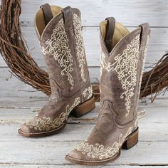 Corral Brown Crater Embroidered Boots <br> Understated fashion is combined with exquisite comfort in these vintage brown boots Wedding Boots, Wedding Dress, Cowboy Boots Women, Western Boots, Corral Boots Womens, Country Boots, Brown Boots, Black Boots, Over Boots