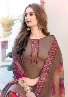 Simple Kurti Designs, New Kurti Designs, Kurta Designs Women, Kurti Designs Party Wear, Neck Designs For Suits, Sleeves Designs For Dresses, Neckline Designs, Dress Neck Designs, Fancy Dress Design