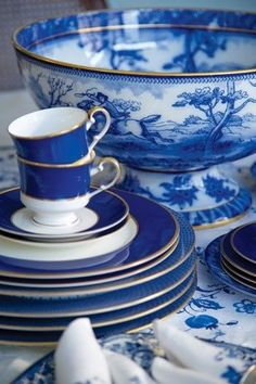 Entertaining, New York City Style. Blue and white china.