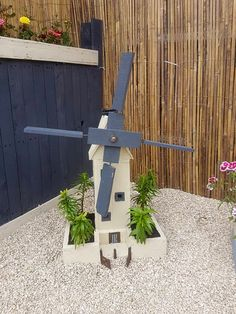Painted Pallet Windmill for Garden Decor | 101 Pallet Ideas