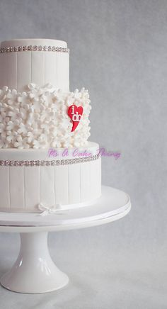 I Do #Wedding #Cake Looking so gorgeous! We love this beautiful cake and had to share! Great #CakeDecorating
