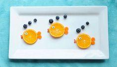 Dieren van fruit maken is dé manier om je (oppas)kinderen fruit te leren eten. Soms is het echte fruitkunst. De 15 schattigste fruitdieren zie je hier!