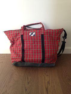 """Ja tenim la """"Weekender Bag"""". Ens han donat feina les instruccions en anglès, però ha valgut la pena."""